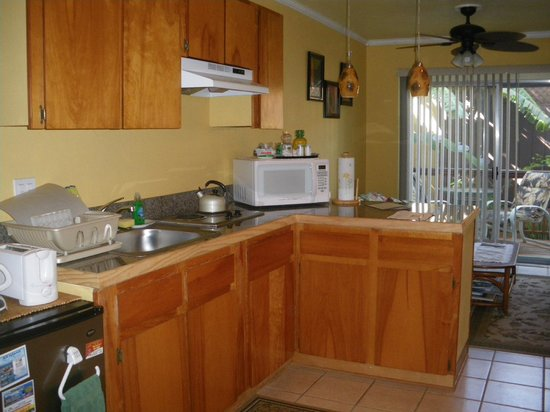 Maui Homestay B&B: The kitchen