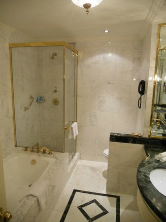 Steigenberger Grandhotel: bathroom
