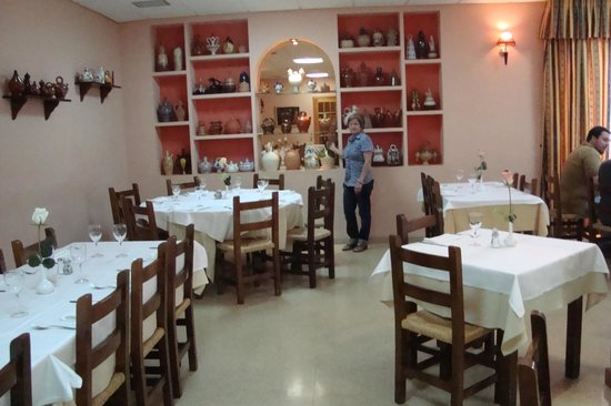 Hostal Castellote:                   comedor acogedor