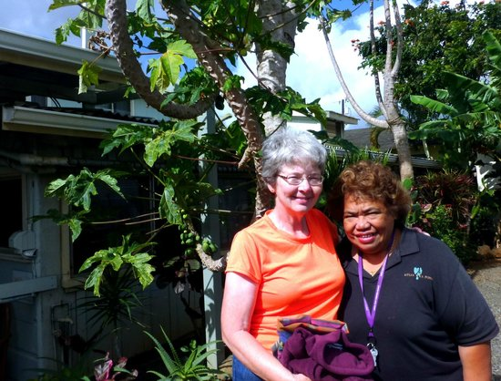 Kauai Palms Hotel:                   Linda with Mokihana next to papaya tree