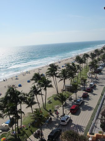 Wyndham Deerfield Beach Resort:                   The Walk