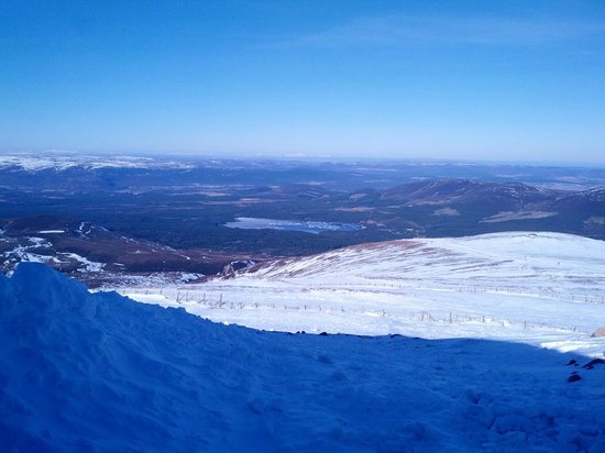 Macdonald Aviemore Highland Resort:                   Cairngorm mountain