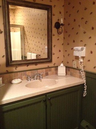 Westmore, VT: Bathroom in Governor Aiken Room