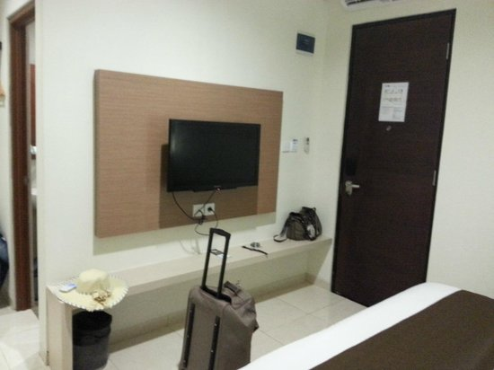 Hotel 88 Embong Kenongo: LCD TV but limited Channels