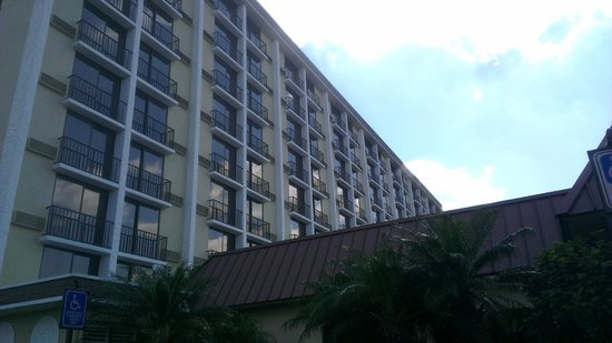 Rosen Inn:                   View from the parking up to the main building