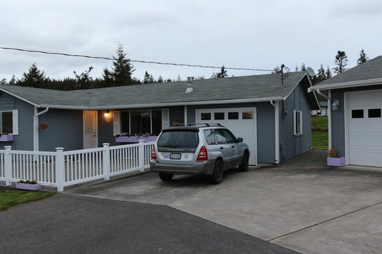 Coupeville, WA:                   Front parking is easy