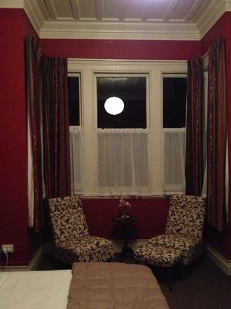 Fernview Cottage Bed & Breakfast:                   The sitting area in our room