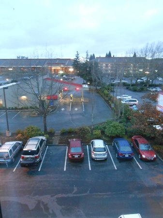 Oxford Suites Portland - Jantzen Beach:                   cloudy, but nice day in portland