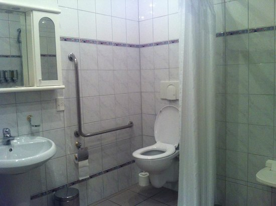 Admiralty Lodge Motel:                   Roll in shower for wheelchair accessibility