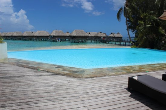 Sofitel Moorea Ia Ora Beach Resort:                   pool area
