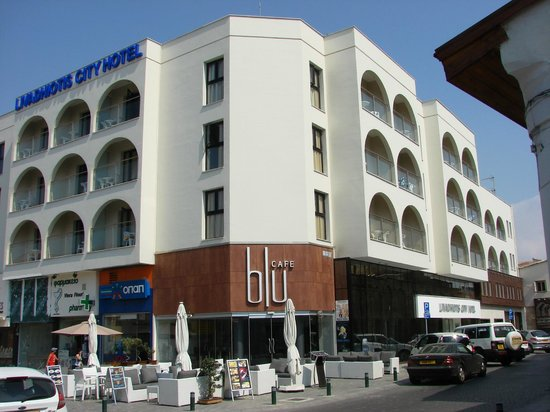 Livadhiotis City Hotel:                   Hotellet med hjrnecafeen