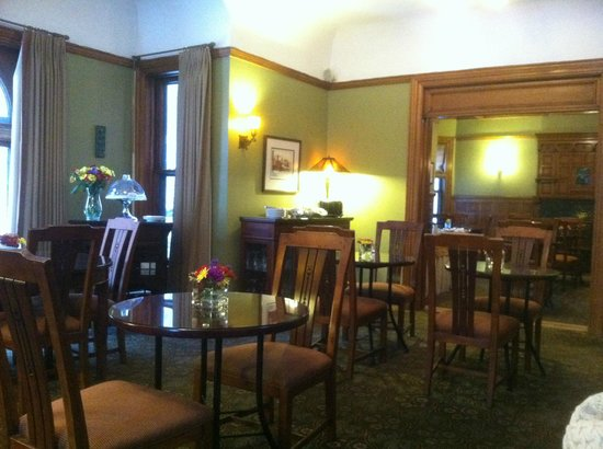Inn on Ferry Street: Breakfast area