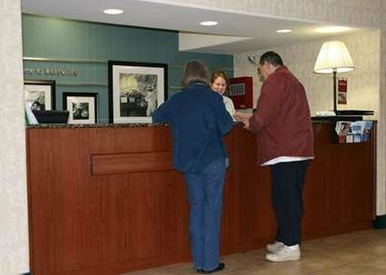 Hampton Inn Kerrville: Front Desk
