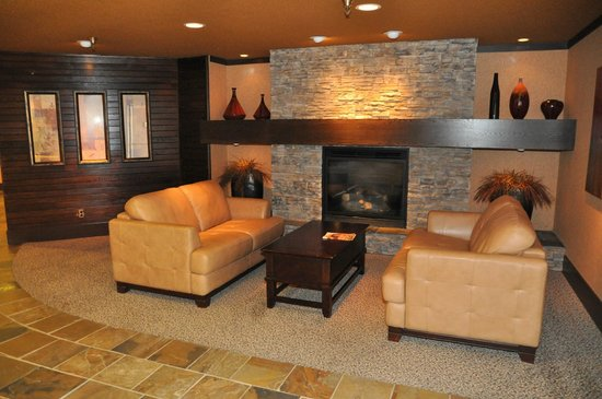 Prestige Mountain Resort Rossland : Lobby Fireplace