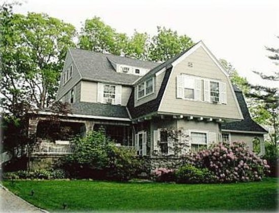 Inn at Tanglewood Hall: York Harbor B&amp;B by the Sea