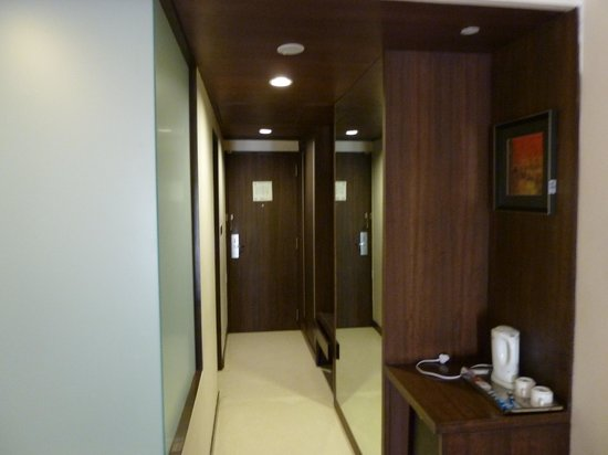 Cambay Grand Ahmedabad:                   room entrance