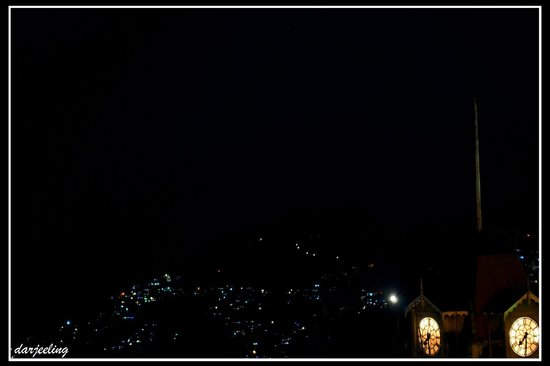 Broadway Hotel:                   night view of darjeeling from room