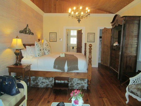 Port d'Hiver Bed and Breakfast: Indian River room