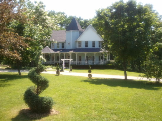 Hawk Point Bed And Breakfast