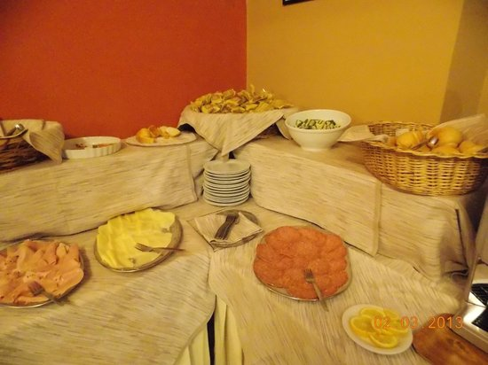 Hotel Urbani :                   Breakfast buffet