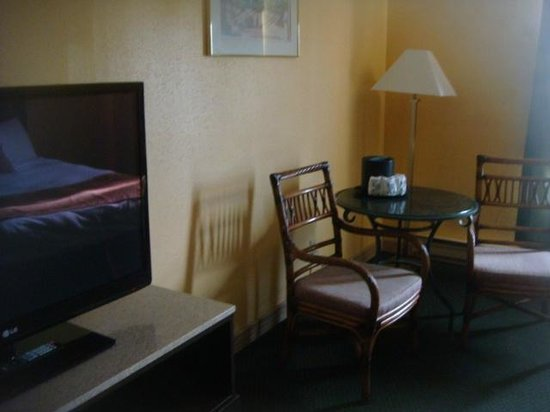 Pacific Inn Resort and Conference Centre:                   Nice TV, good sized room.
