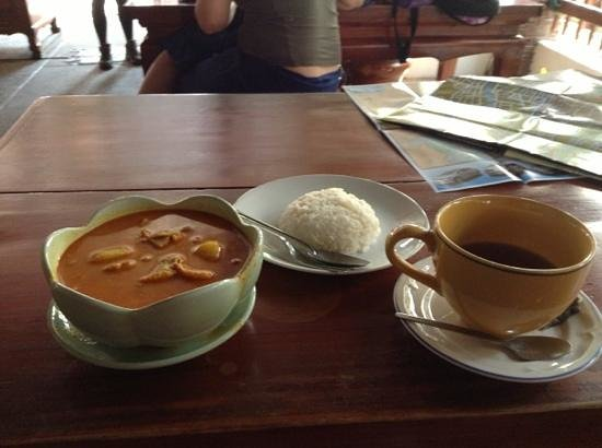 Libra Guest House:                   yellow curry at Libra