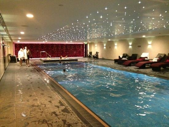 Superb Water Temperature Cca 30 Degrees Picture Of Hilton London Syon Park Brentford