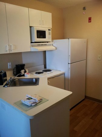 Extended Stay America - Minneapolis - Airport - Eagan - South:                                     Kitchenette in room