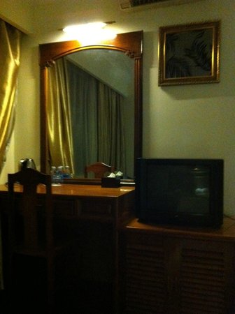 Diamond Hotel:                   TV