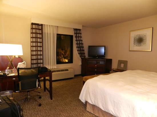 Hampton Inn Carlsbad-North San Diego County:                   A view of the room from the door
