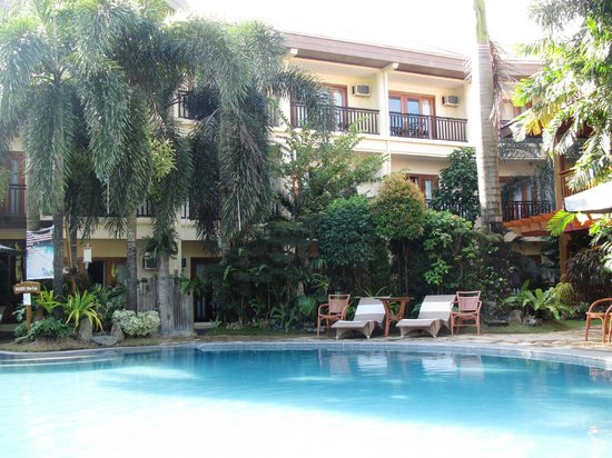 BEST WESTERN Boracay Tropics Resort:                   view from the pool/ garden area