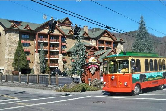Bearskin Lodge on the River Hotel:                   Red trolley in front of the Bear Skin Lodge