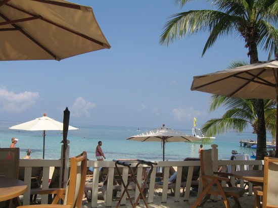 Infinity Bay Spa and Beach Resort:                   Breakfast on the Beach