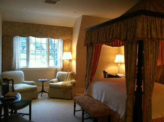 Mayflower Inn: Beautiful room