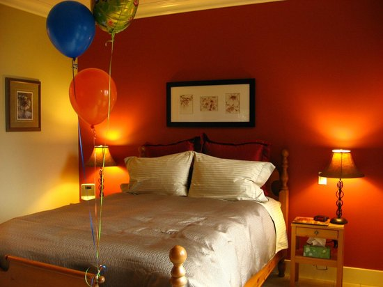 Deer Fern Bed and Breakfast:                   Sleep (balloons, special surprise for a guest&#39;s birthday)