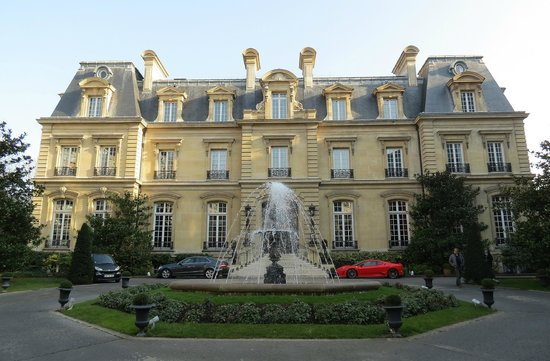 301 moved permanently for Chateau hotel paris