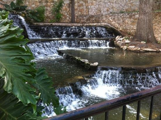 Days Inn Alamo/Riverwalk: cascate nel riverwalk