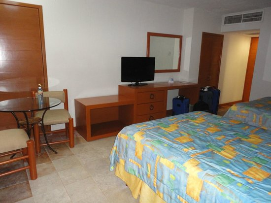 Plaza Pelicanos Club Beach Resort: Vue de la chambre