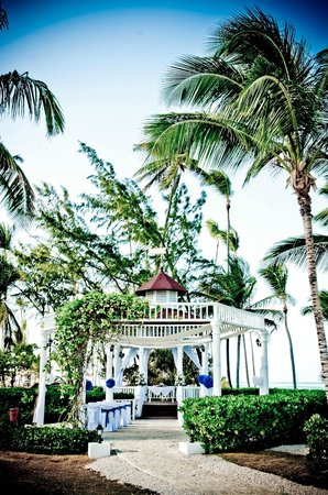 Grand Palladium Punta Cana Resort & Spa:                   wedding gazebo