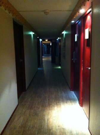 Gaillard, Frankreich:                   The corridor to the hotel rooms