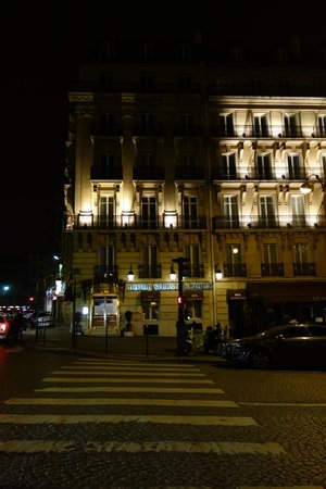Splendid Etoile Hotel:                   The front of the hotel