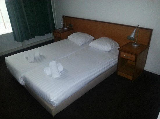 West Side Inn Hotel:                   The bed