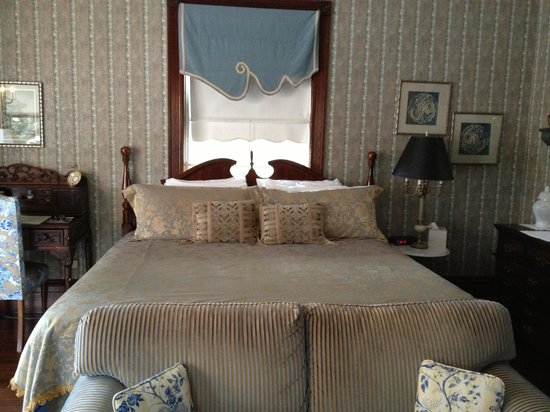Amelia Island Williams House:                                                       Edmond Indigo room