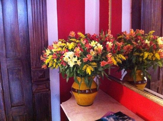 Casa Lecanda Boutique Hotel:                   Flowers in reception