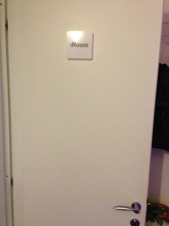 iRooms Spanish Steps: My Room not the izen