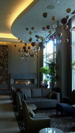 Hotel Felix:                   very nice lobby, complimentary coffee in morning; small cocktail bar open in e