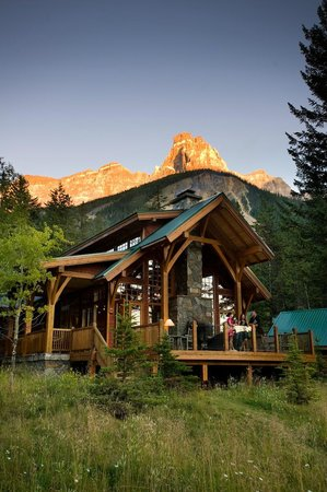 ‪Cathedral Mountain Lodge‬