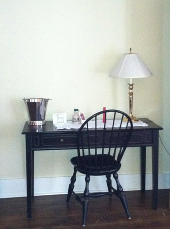 Kedron Valley Inn:                   Desk area