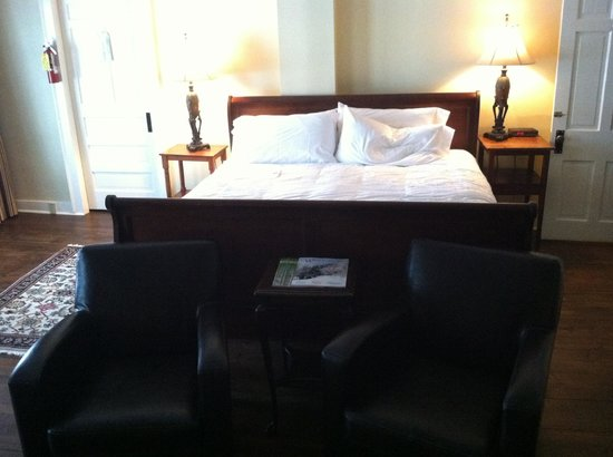 Kedron Valley Inn:                   King Sized Sleigh Bed