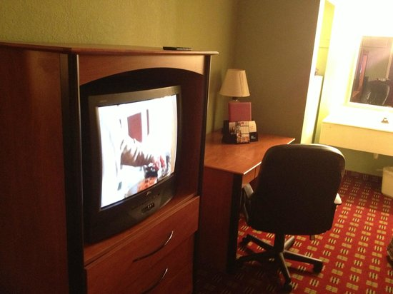 Econo Lodge:                   There is also a small fridge and a microwave